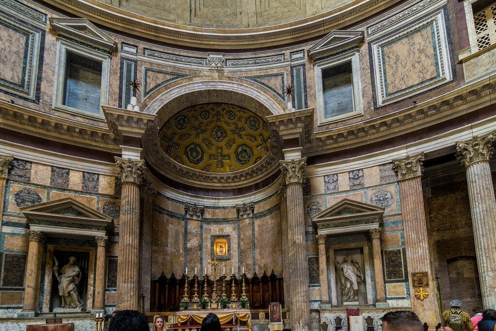 interieur du pantheon de rome