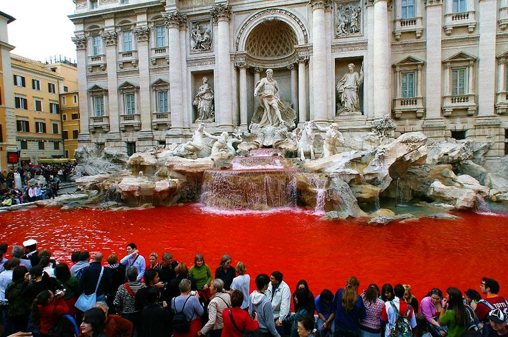 fontaine trevi rouge rome