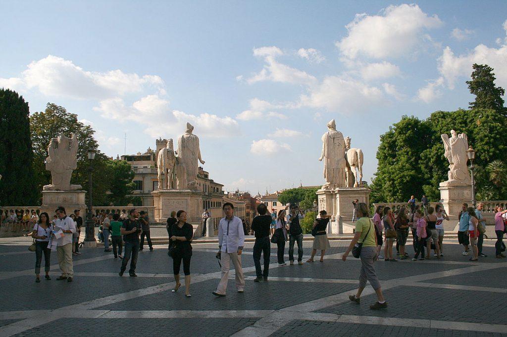 visite place capitole rome statues