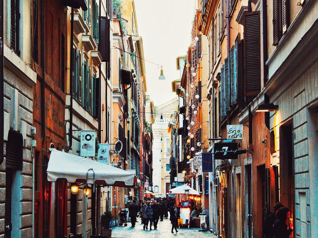 jolie rue rome italie